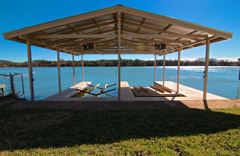 Azure Relaxin' on LBJ Little House - Boat and Jet-Ski Lift