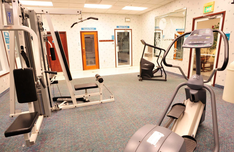 Gym at Shilo Inn Suites Hotel Ocean Front Resort.