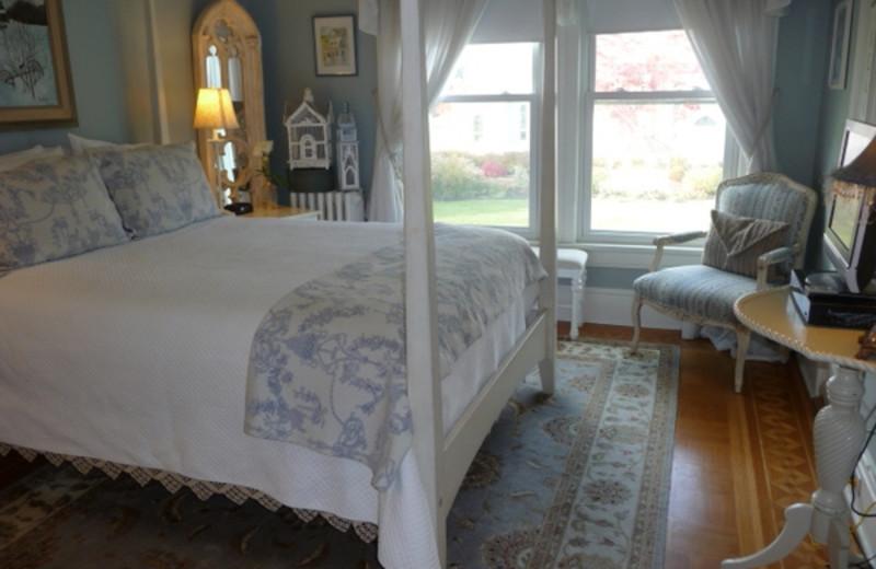 Guest bedroom at Bartlett House Inn.