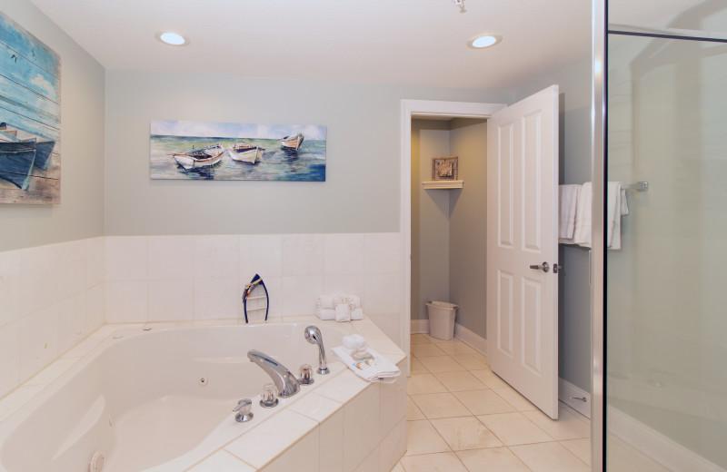 Rental bathroom at Paradise Gulf Properties.