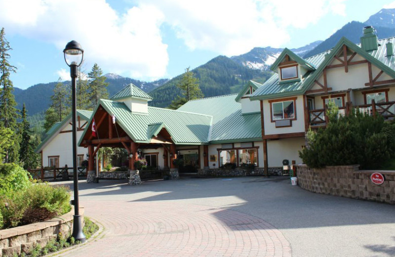 Exterior view of Lizard Creek Lodge.