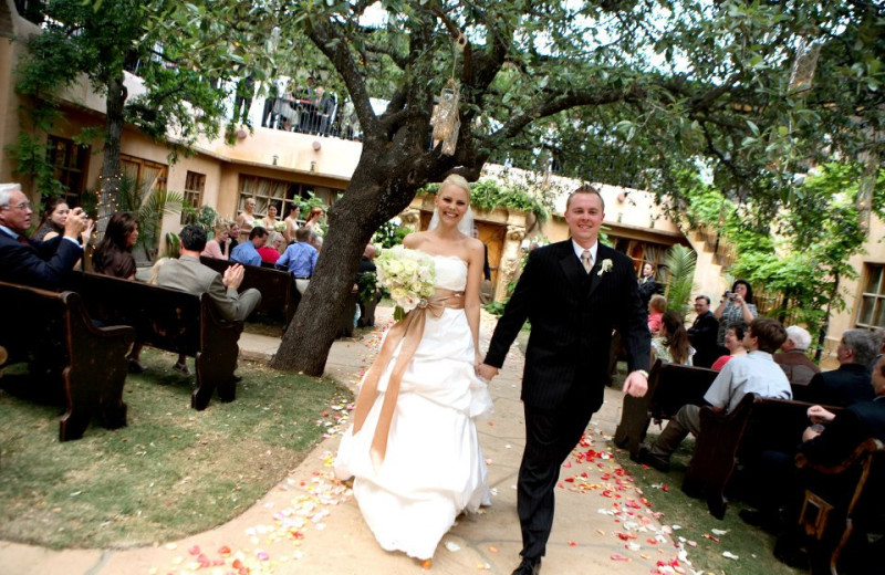 Wedding at Trois Estate at Enchanted Rock.