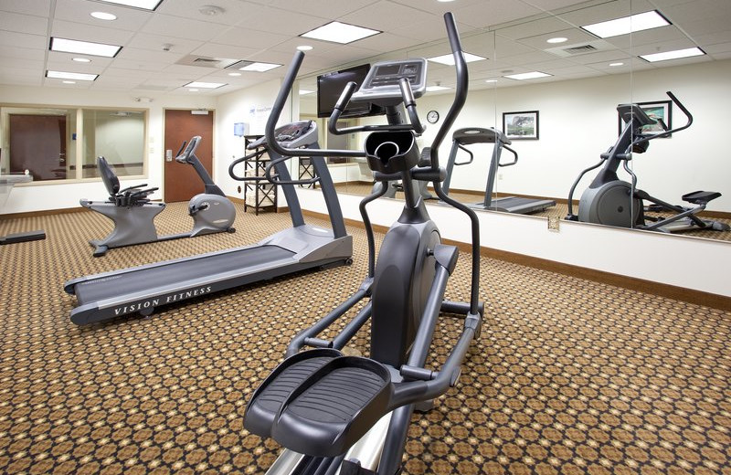 Fitness center at Holiday Inn Express & Suites Lander.