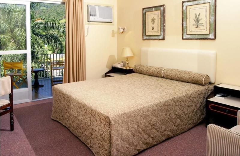 Guest room at Resort and Spa Plaza Caldas da Imperatriz.