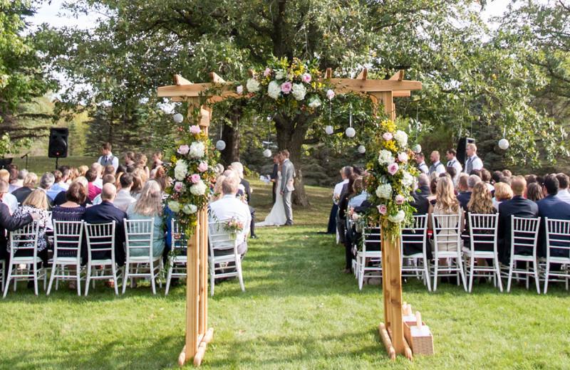 Weddings at Five Lakes Resort.