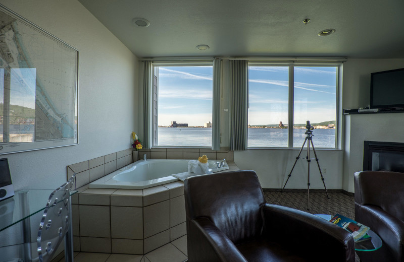 Guest jacuzzi at South Pier Inn.