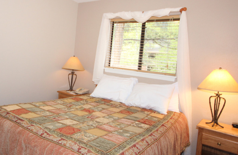 Guest bedroom at Streamside on Fall River.