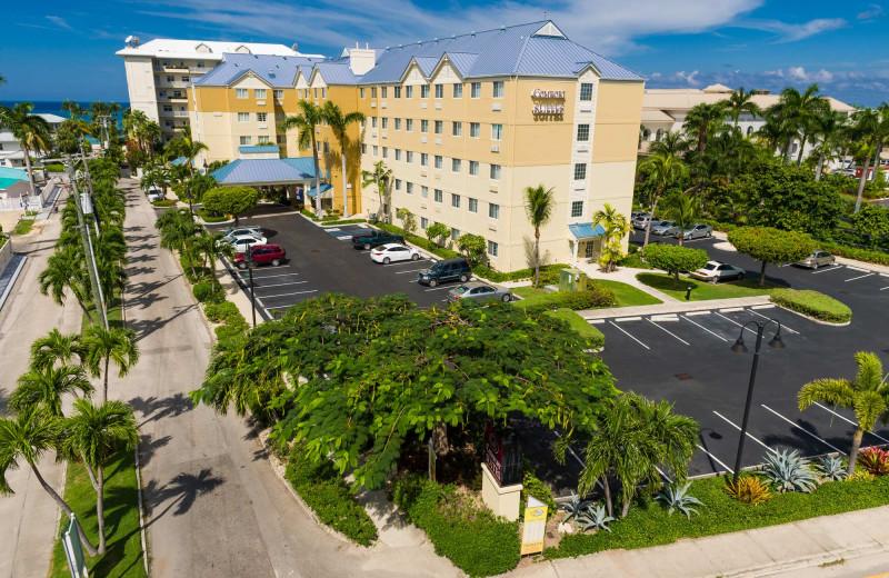 Exterior view of Comfort Suites & Resort.