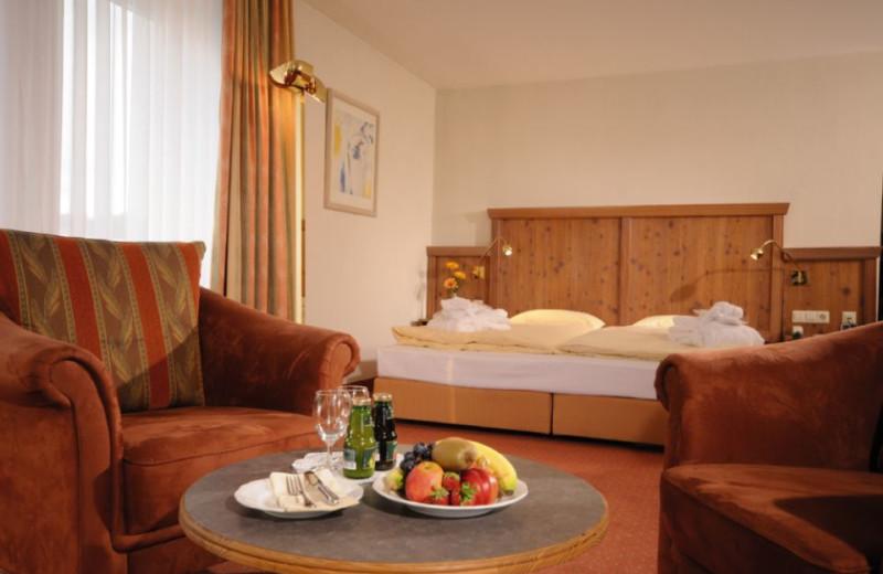 Guest room at BEST WESTERN Parkhotel Weingarten.