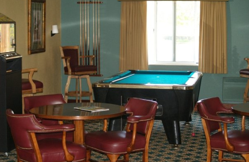 The lounge at Manistee National Golf & Resort.