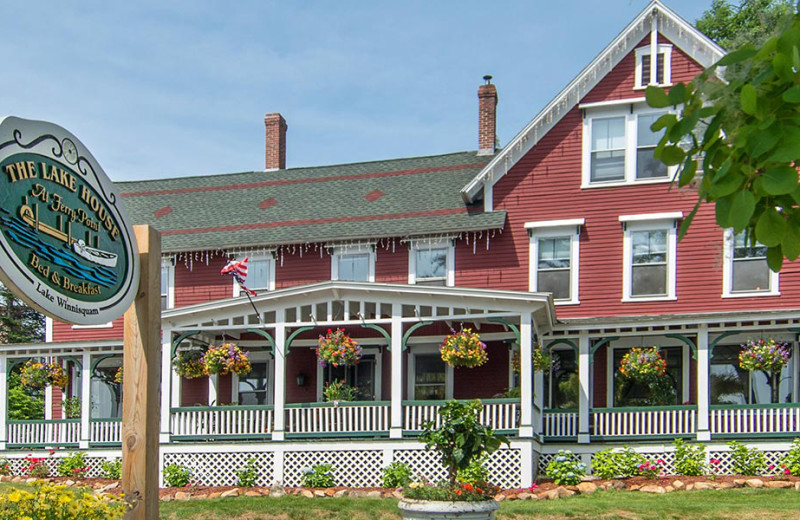 Exterior view of The Lake House at Ferry Point B&B.