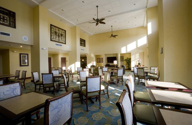 Dining room at Hampton Inn & Suites Fort Myers-Colonial Blvd.