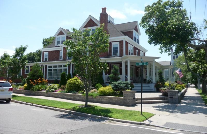 Exterior view of Bartlett House Inn.