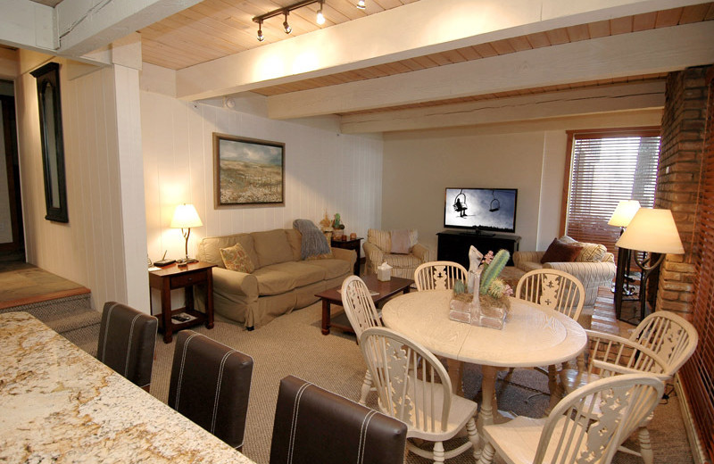 Rental interior at Frias Properties of Aspen - Chateau Eau Claire #20.