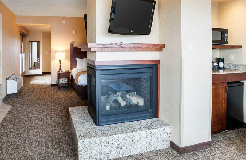 Fireplace guest room at Comfort Suites Canal Park.