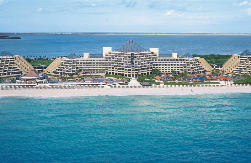 Exterior view of Paradisus Resorts Cancun.