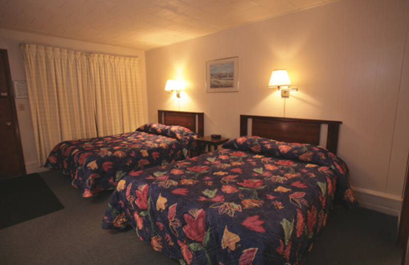 Two bed guest room at Bluffs Inn Bessemer.