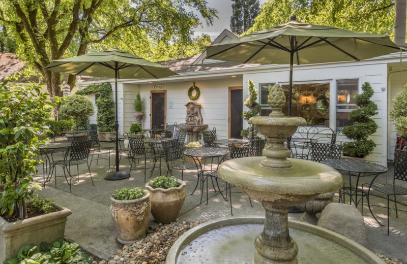 Patio at Cottage Grove Inn.
