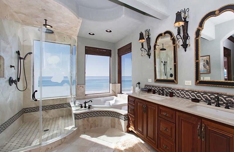 Rental bathroom at Southern Vacation Rentals.