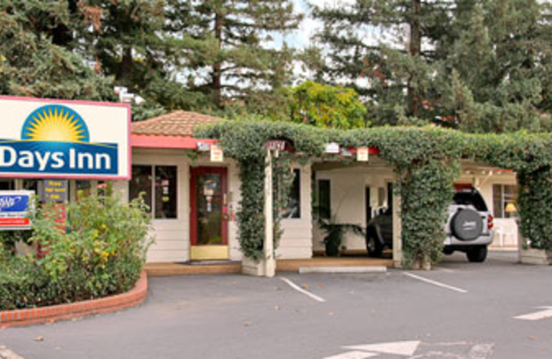 Exterior View of Days Inn Palo Alto