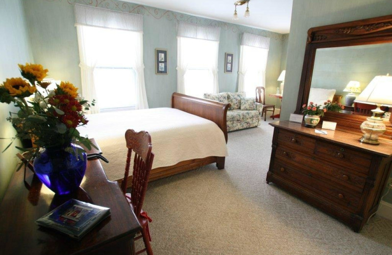 Guest room at Admiral Fitzroy Inn.