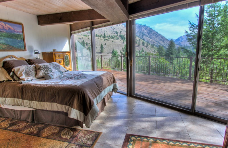 Guest bedroom at Salmon River Tours.