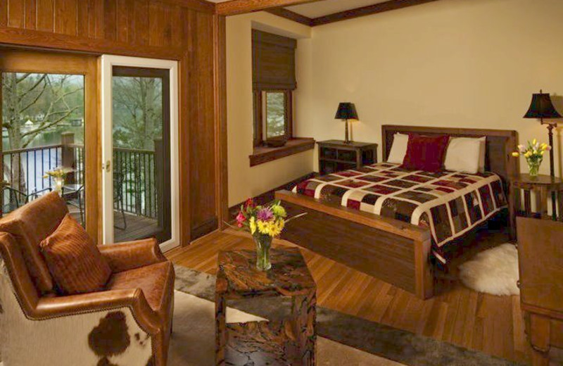 King Suite at Lodge On Lake Lure