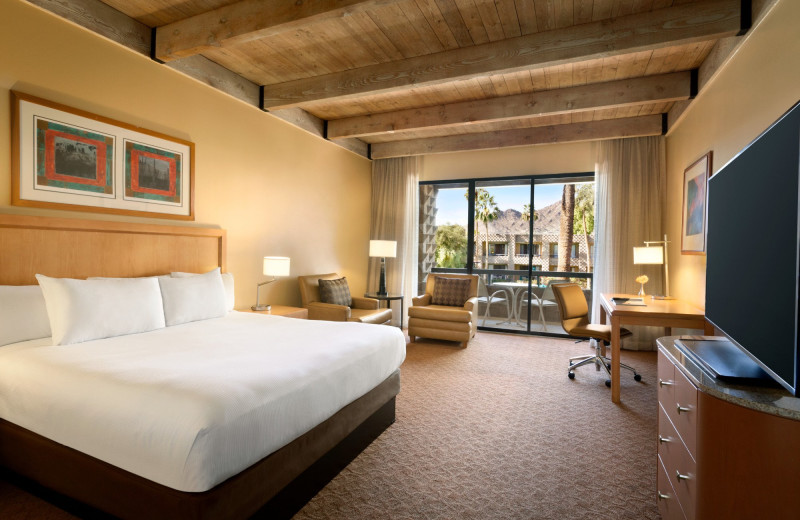 Guest room at Hilton Doubletree Paradise Valley Resort of Scottsdale.
