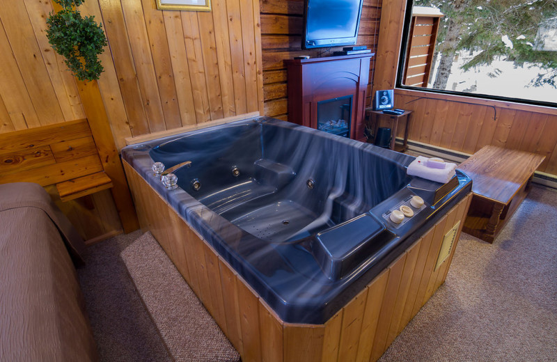 Cabin hot tub at Tallpine Lodges.