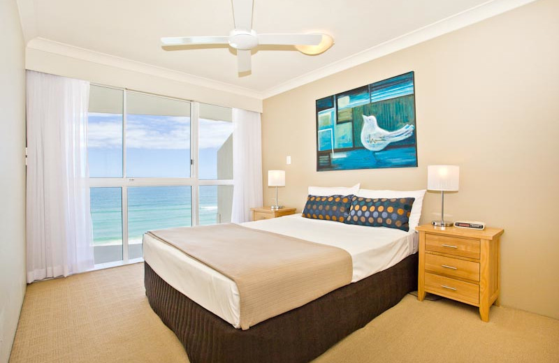 Guest room at 19th Avenue On The Beach.
