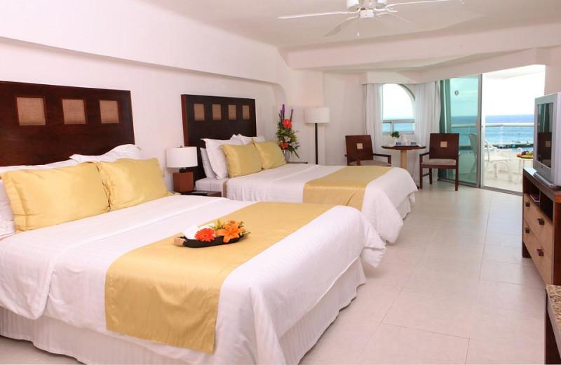 Guest room at El Cid La Ceiba.