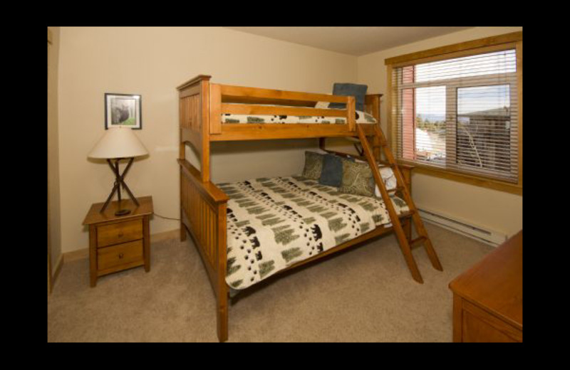 Vacation rental bunk beds at Mammoth Property Reservations.