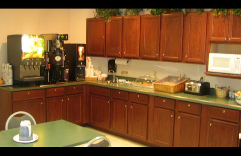 Breakfast room at Auburn Guest House.