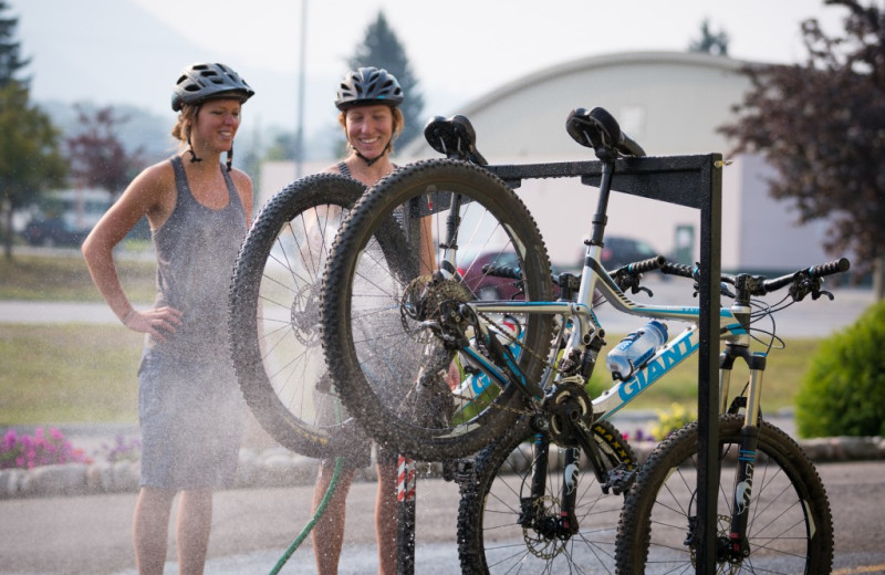 Mountain bike washing station at Red Tree Lodge.