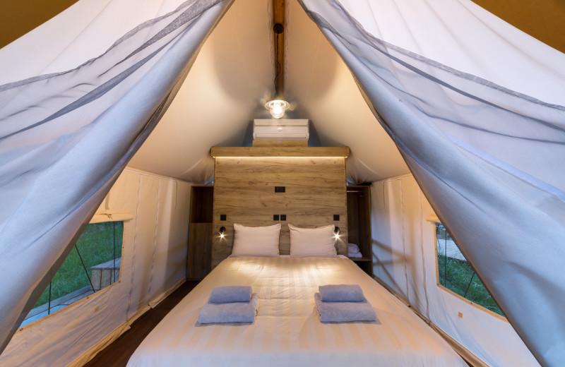Bed at Chateau Ramšak Glamping Resort.