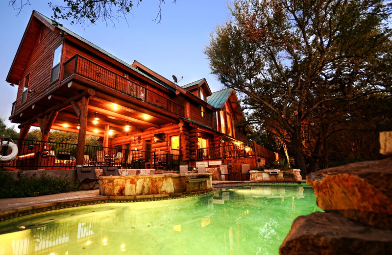 Log country cove burnet tx resort reviews for Texas hill country cabin builders