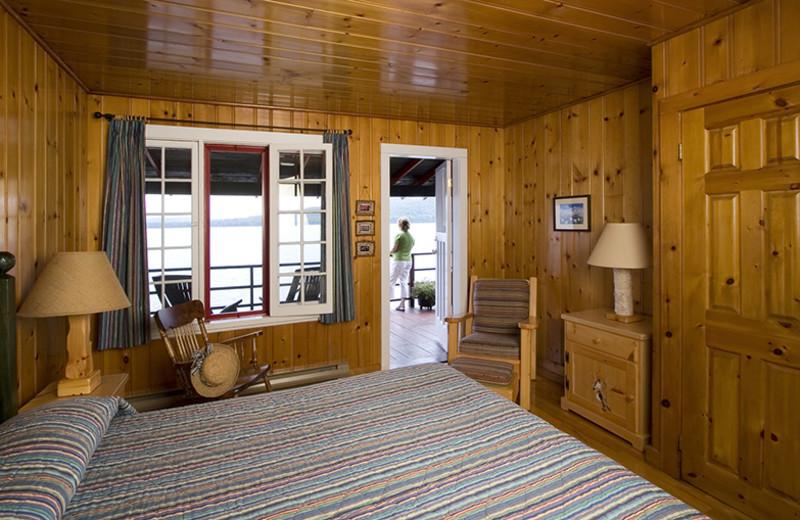 One bedroom cabin at Killarney Lodge.