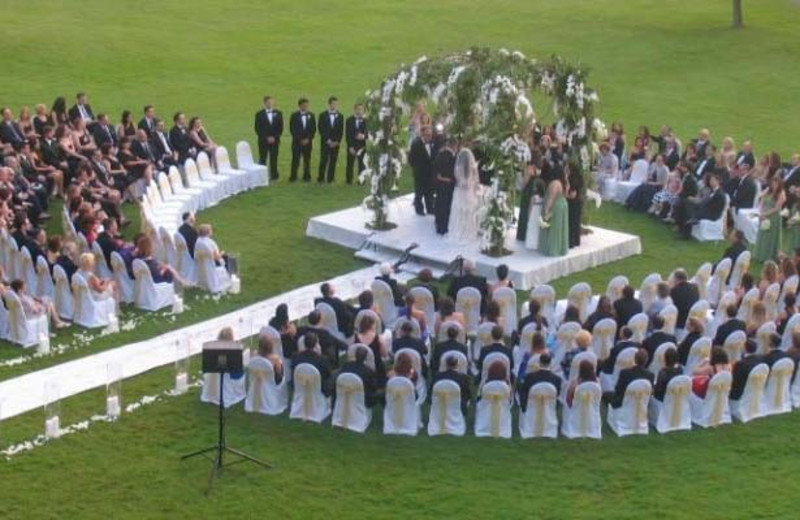 Outdoor wedding at Doral Arrowwood.