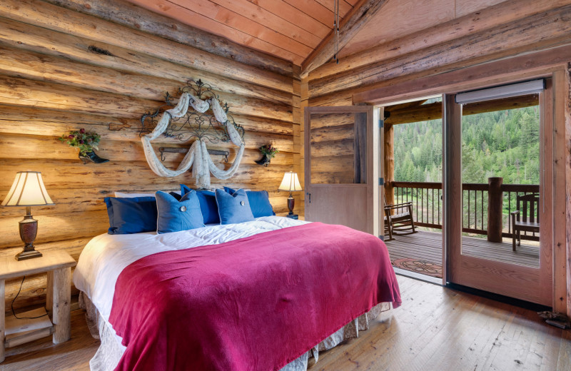 Monarch Cabin bedroom at Red Horse Mountain Ranch.