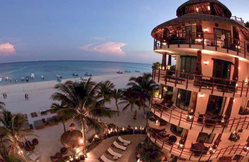 Exterior view of Condo Hotels Playa Del Carmen.