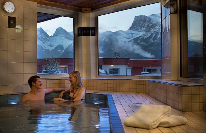 Hot tub at Rocky Mountain Ski Lodge.