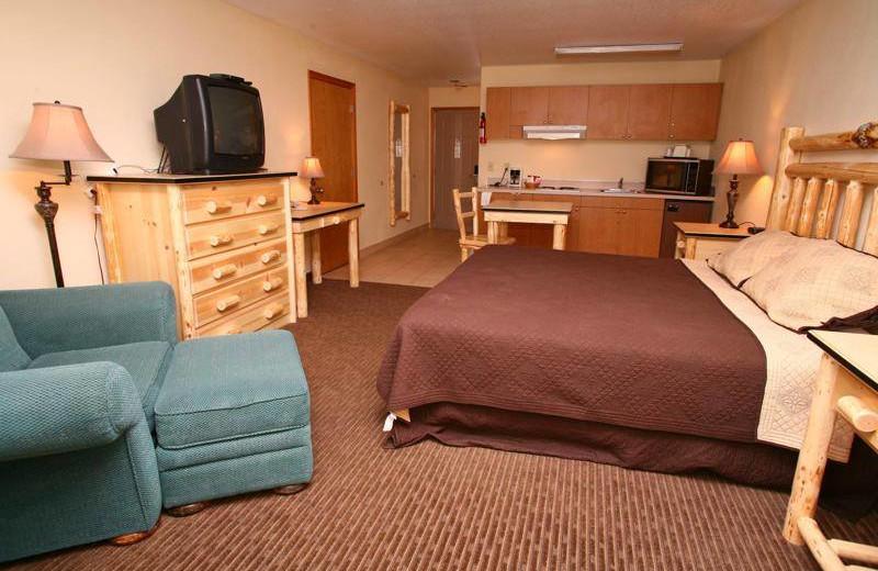 Guest room at Sisters Inn & Suites.