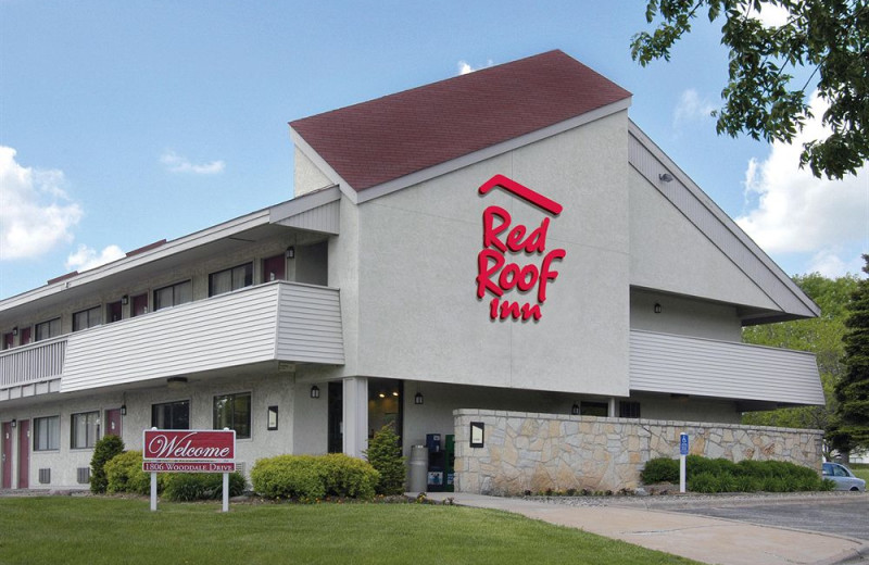 Exterior view of Red Roof Inn.