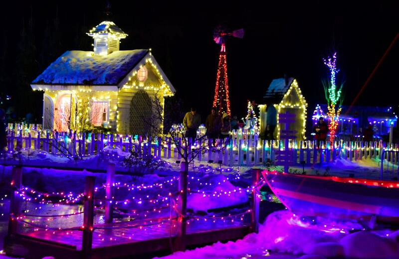 Holiday lights at Harbour Towne Inn on the Waterfront.