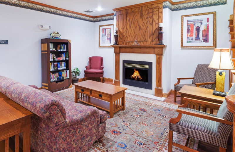 Interior view at Country Inn & Suites Chambersburg.