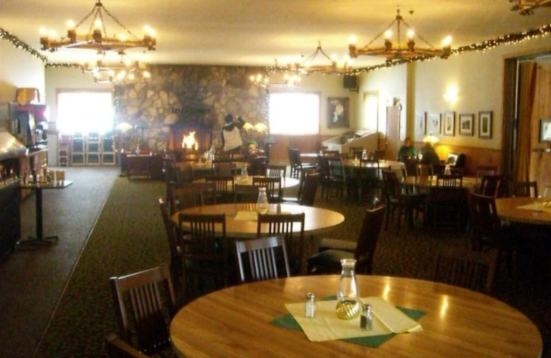 Dining at Montecito Sequoia Lodge.