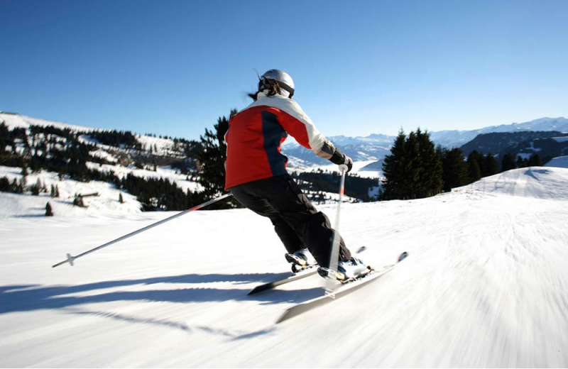 Skiing near Lake Placid Summit Hotel Resort Suites.