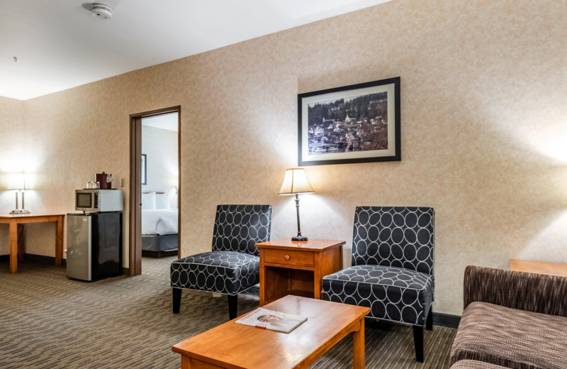 Guest room at The INN at Gig Harbor.