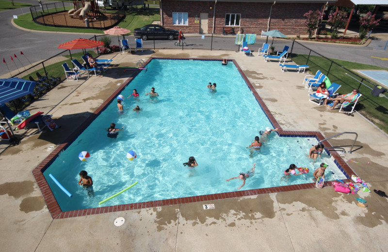 Outdoor pool at Yogi Bear's Jellystone Park Memphis.