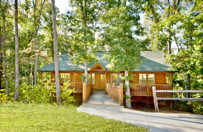 Cabin exterior at SmokyMountains.com.